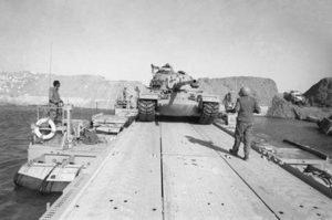 """חציית תעלת סואץ במלחמת יום הכיפורים. צילום: ארכיון צה""""ל"""