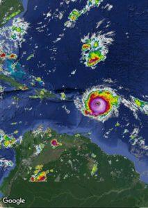 הוריקן ג'וי בדרך לאוקיינוס