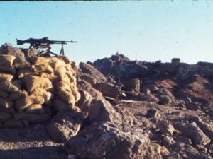 במערה קפואה במרומי החרמון תחת הפגזות כבדות, ניסו חיילי צה''ל להגן על העיניים של המדינה מול מתקפות חייל הקומנדו הסורי