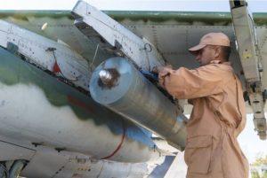 הרכבת פצצת מצרר RBK-500 על סו-25