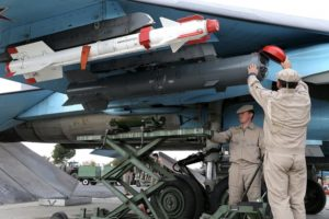 התקנת פצצה מונחית אופטית וטיל אויר אויר (בצבע לבן)