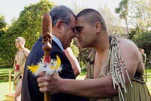 השגריר צור מתקבל בניו זילנד בטקס מסורתי