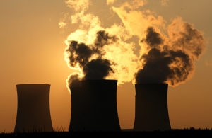 זיהום אוויר: מפעלים פטרוכימים. צילום: שאטרסטוק
