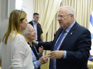 """הנשיא עם אחותו ובתו של יצחק רבין ז""""ל. צילום: מארק נוימן/לע""""מ"""
