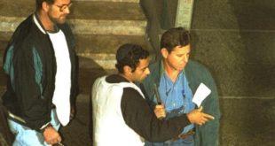 """יגאל עמיר משחזר את הרצח. צילום: לע""""מ"""