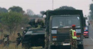צבא זמבבואה חוסם את הדרכים. צילום: AP