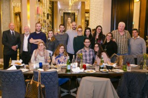 אנשי תקשורת ובלוגרים שהתארחו במסעדה. צילום: אורי כרמי