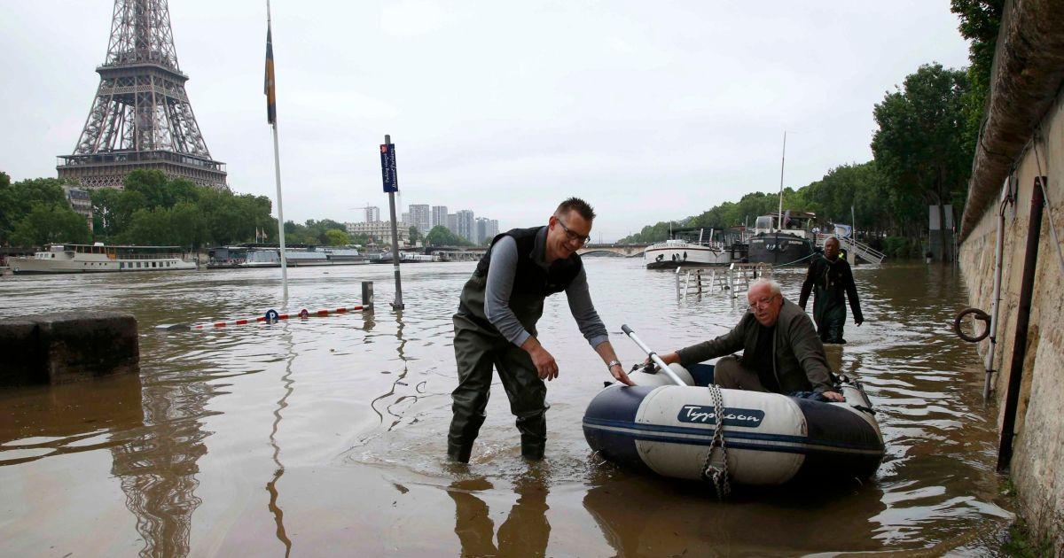 """נהר הסיין מוצף. צילום"""" APA"""