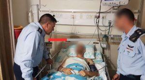 """ביקור הטייס בבית החולים. צילום: דובר צה""""ל"""