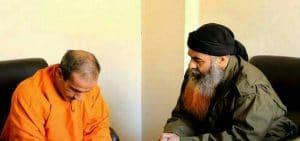 האיש עם הזקן מלווה את המוצא להורג