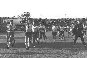 זיכרון מתוק: נבחרת ישראל מחזיקה בגביע אסיה, 1964