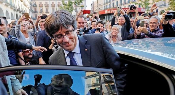 ספרד ביטלה את צו המעצר נגד נשיא קטלוניה קרלס פוג'דמון
