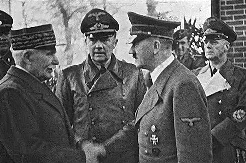היטלר בפלישה לצרפת לוחץ את ידי פאטן