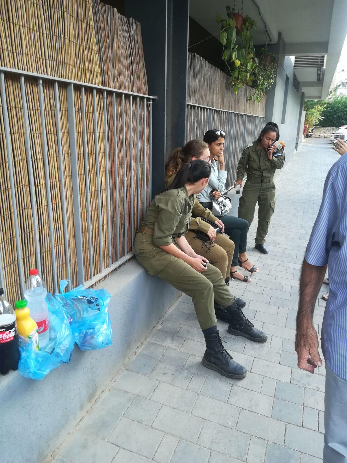 הערכת מצב לפינוי הדיירים. צילום: ישראל ניוז