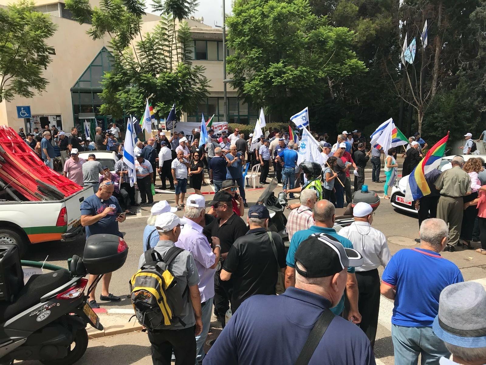 600 גמלאים בחיפה הגיעו להזדהות עם שובתי הרעב בחיפה