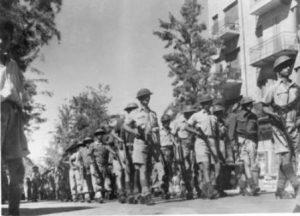 מצעד לוחמי האצל ברחובות יפו לאחר הקרבות