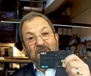 פרטי כרטיס אשראי גלוי לעיני המצלמות. צילום מסך