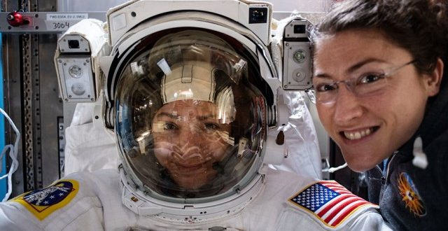 לראשונה בתולדות החלל האמריקאי ריחפו שתי נשים בחלל