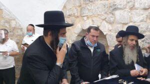 הרב ארוש, ראש מועצת שומרון דגן, וראש עיריית אלעד ישראל פורוש. צילום |  רועי חדי