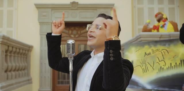 """""""תן לי אור"""": אבי אילסון מאיר בסינגל קליפ מרהיב"""